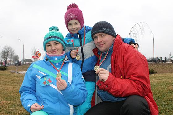 атьяна и Руслан с дочерью Машей на спортивном празднике в д. Должа
