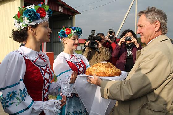 хлебом-солью встречали журналистов на земле Витебского района