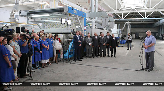 Александр Лукашенко во время встречи с трудовым коллективом Фото: БелТА