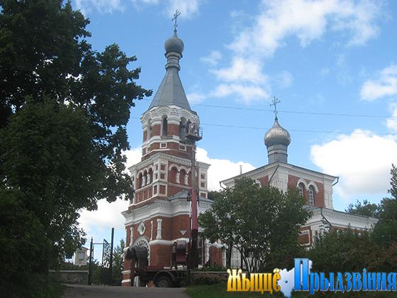 На снимке:  главным культовым сооружением на территории сельсовата, представляющим историко-культурную ценность, является Воскресенская церковь в Лужесно