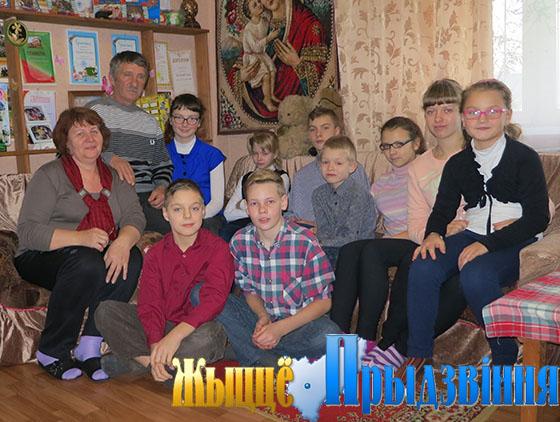 На снимке: счастье супругов Шелобановых — в детях