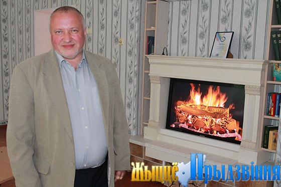 На снимке: Сергей Антимонов у камина