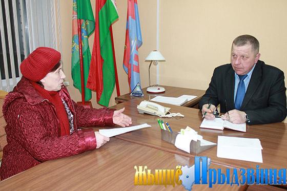 На снимке: заинтересованный диалог С. Драбцова и В. Матюшкиной