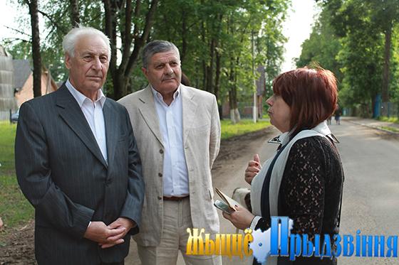 На снимке: Станислав Янчик (слева)