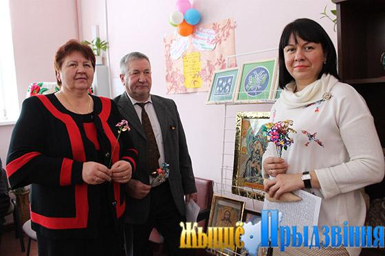 На снимке: председатель Зароновского сельисполкома Р. Ярошкина, Л. Ковалев,  К. Коробач на открытии отделения