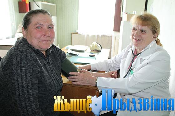 На снимке: на приеме у Антонины Никитиной Людмила Титова