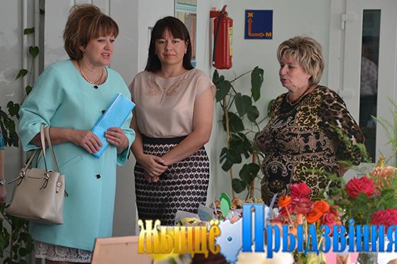 На снимке: Ольга Рязанова, Ксения Коробач и Татьяна Андрукович на «смачной» выставке