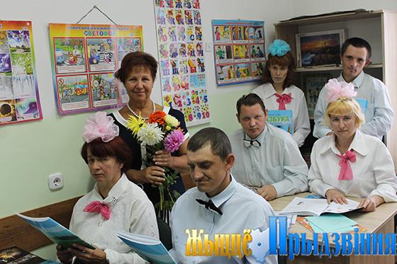 На снимке: Татьяна Денисова со своими учениками в обновленном кабинете для занятий
