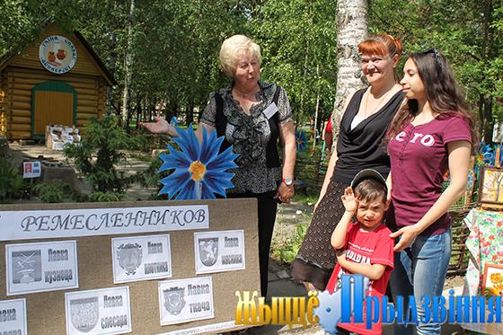 На снимке: «Пожалуйте в лавку!», — приглашает директор районного музея Лариса Яковлева