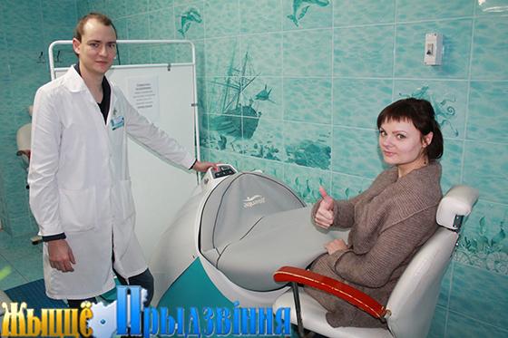 На снимках: Михаил Мойсеюк говорит, что лучшая награда для медицинских работников — видеть счастливых и здоровых пациентов.