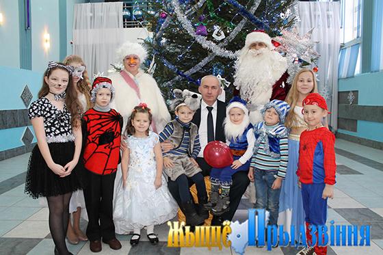 Приглашение на ёлку в Дом культуры аг. Новка Витебского района получили более 100 ребятишек