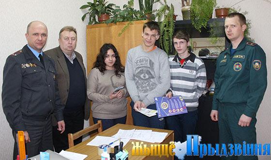 На снимке: Юрий Жоров, Александр Герасимовский и Сергей Ловейкин со своими подопечными