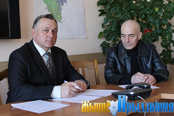 На снимке: на приеме у Михаила Павлючкова Абдула Алиев.