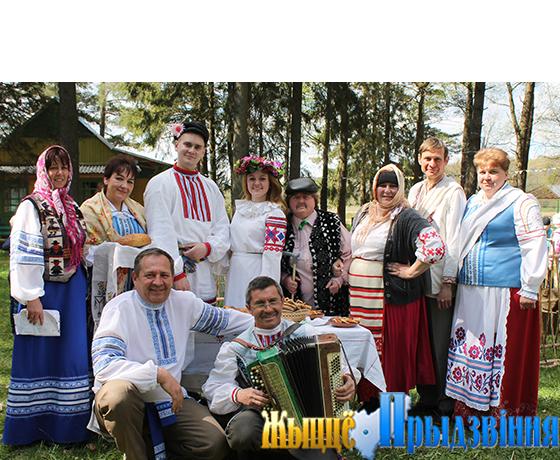 На снимке: участники народного фольклорного обряда