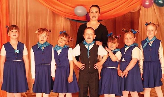 На снимке: Анастасия Мануйко и ее «волшебники»