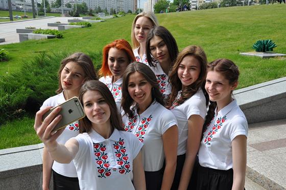 Белорусский республиканский союз молодежи объявил фотоконкурс «Селфи с вышиванкой»