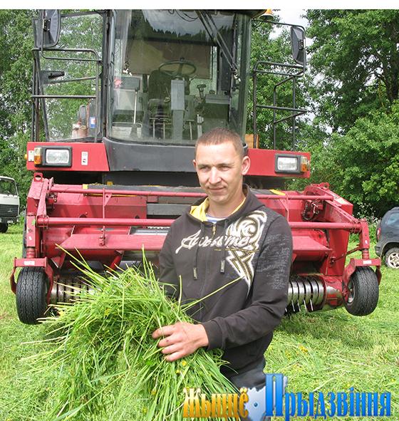 Экспериментальной базе «Тулово» Витебского района помощь в кормозаготовке оказывают городские предприятия
