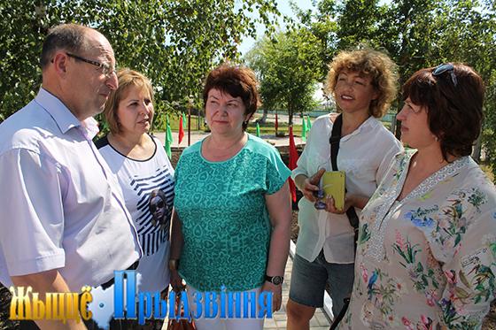 На снимке: Сергей Аникеев с коллегами из Российской Федерации
