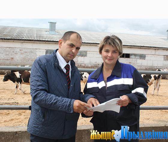 На снимке: Андрей Клименко и главный зоотехник ЧУП «ЧЕСС-Бел-Агро» Татьяна Толстая