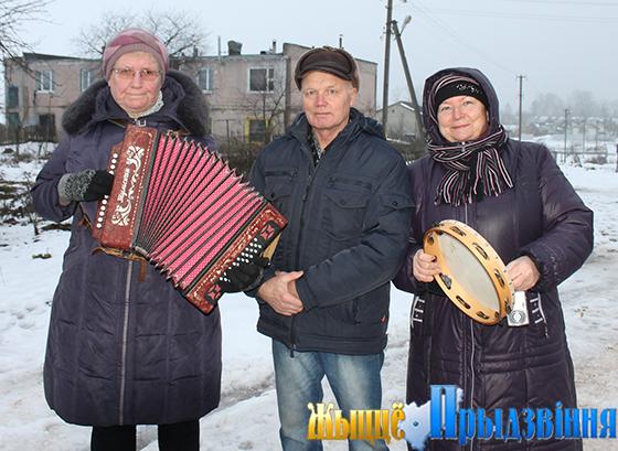 На снимке: «Золотой возраст» встречает активного читателя Дмитрия Максимовского