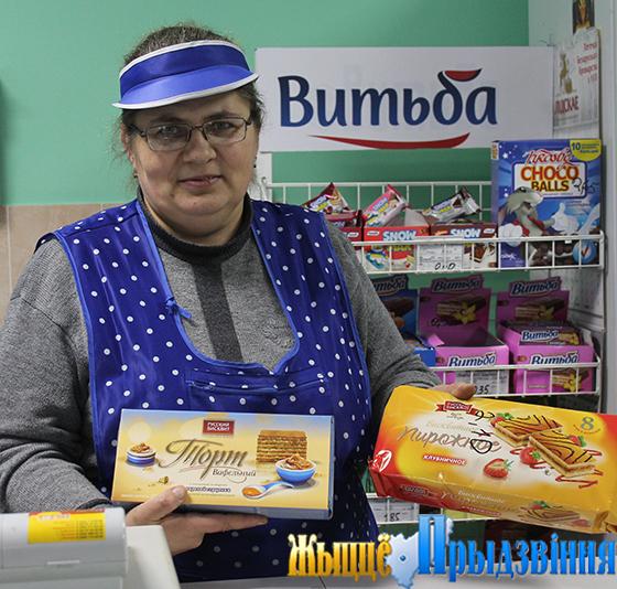На снимке: продавец торгового объекта в аг. ВымноТатьяна Синякова