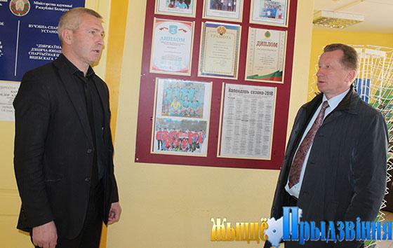 На снимке: Виктор Мирош и Николай Жарненко в ФСК «Урожай»