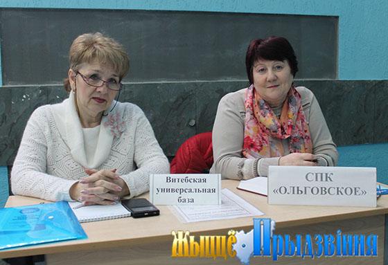 На снимке: Наталья Науменко и специалист по кадрам ПК «Ольговское» Надежда Лазовская