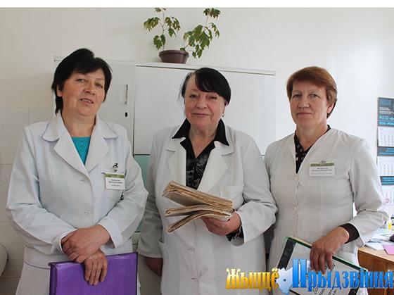 На снимке: Зинаида Смунева (в центре), медсестра-регистратор Ирина Балабанова  и старшая медсестра Надежда Яковлева