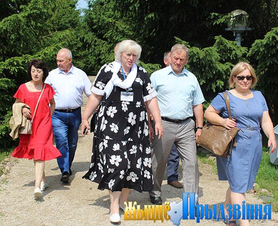 На снимке: Елена Студенцова (в центре) и делегация из г. Калвария посетили музей-усадьбу Ильи Репина «Здравнево»