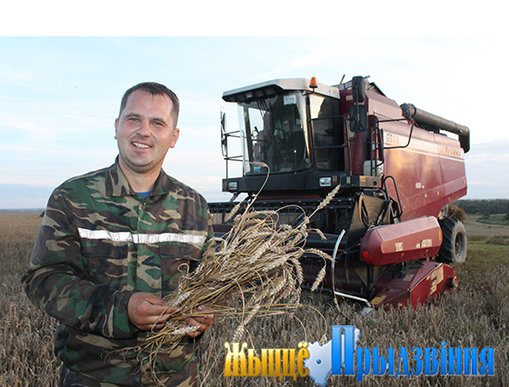 Заведующий ремонтными мастерскими ПК «Ольговское» Дмитрий Изобов в период жатвы совмещает свои должностные обязанности с работой в поле