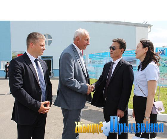 Символический ключ от Витебской ГЭС передали китайские подрядчики белорусским энергетикам