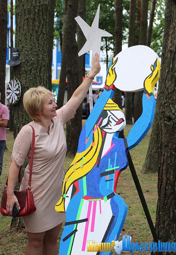 Проект «Великаны и Звезды» витебской художницы Натальи Ловицкой-Ермоловой презентован в Витебском районе