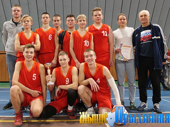 На снимке: обладатели  кубка РК ОО «БРСМ» — команда Кировской СШ