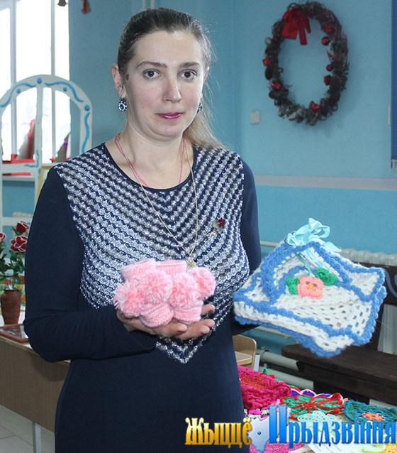 На снимке: вязание — любимое занятие Людмилы Басовой