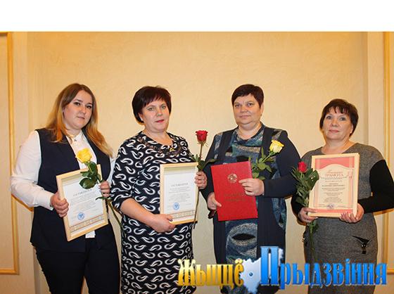 На снимке: Ольга Вавильченкова, старшая медсестра Октябрьской больницы Лидия Галузо, Тамара Клопова  и Валентина Лебедева