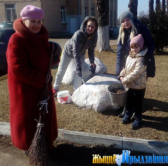 На снимке:  культработники Старосельской ДШИ