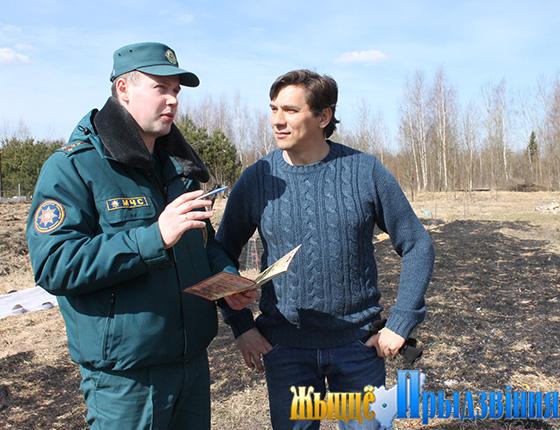 Спасатели Витебского РОЧС постоянно напоминают, чем опасно выжигание сухой травы