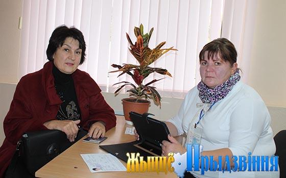 На снимке: переписчик Ольга Судьина и респондент Ольга Виноградова