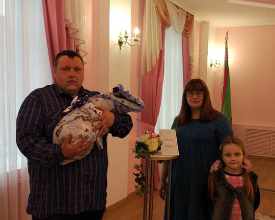 На снимке: семья Романовых.