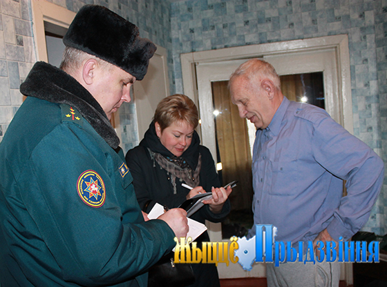 На снимке: Дмитрий Кудрявцев и Наталья Соколовская в квартире Юрия Геннадьевича.
