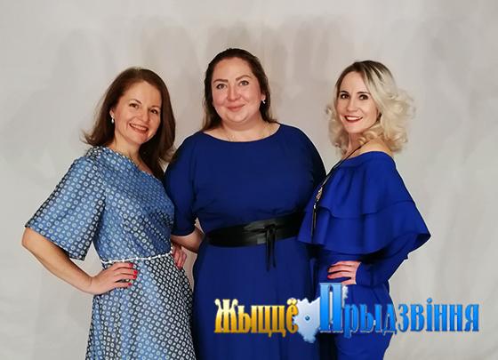 На снимке: Наталья Соколова, Юлия Иванова и ведущая концерта Татьяна Нималан.