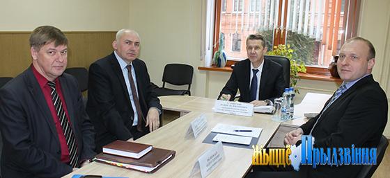 Совместный выездной прием граждан провели представители власти в Витебском районе