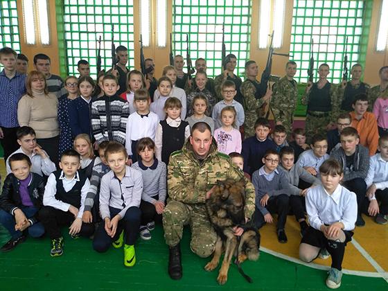 Урок мужества провели военнослужащие в/ч 5524 г. Витебска для учащихся Суйковской БШ Витебского района