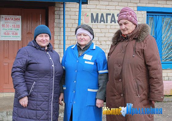 На снимке: Инесса Казарина (в центре) с односельчанками Ириной Мотреску и Ольгой Махловой.