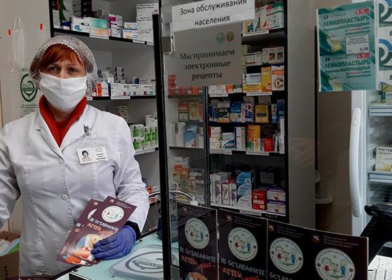 На снимке: аптека № 83 РУП «Фармация» в Лужесно стала одной из первых распространять продукцию от РОЧС.