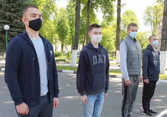 На снимке: призывники Витебского района.