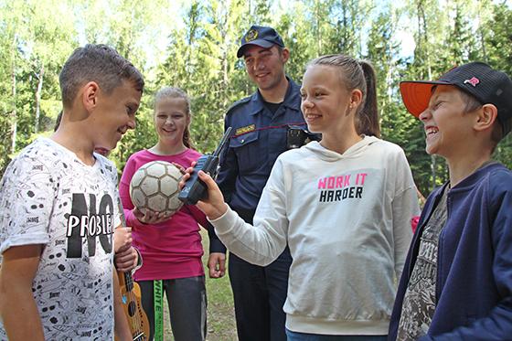 Старший лейтенант милиции Александр Сухомлинов — «боевая единица» в детском лагере на территории Витебского района