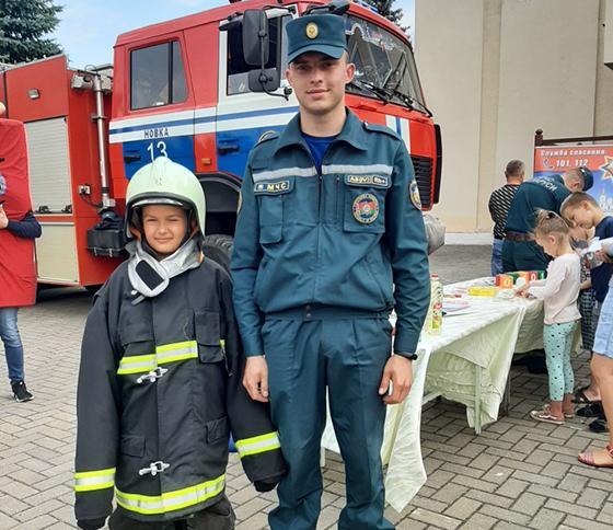 Познавательные выходные провели ребята из аг. Новка со спасателями Витебского района