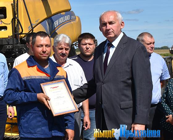 Рекордный урожай собрали хлеборобы Витебского района —105000 тонн зерна