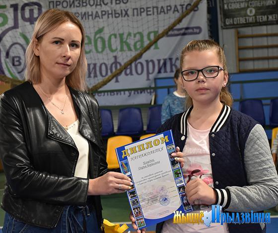 На снимке: директор ТЦСОН Екатерина Лазовская и Дарья Коледюк.